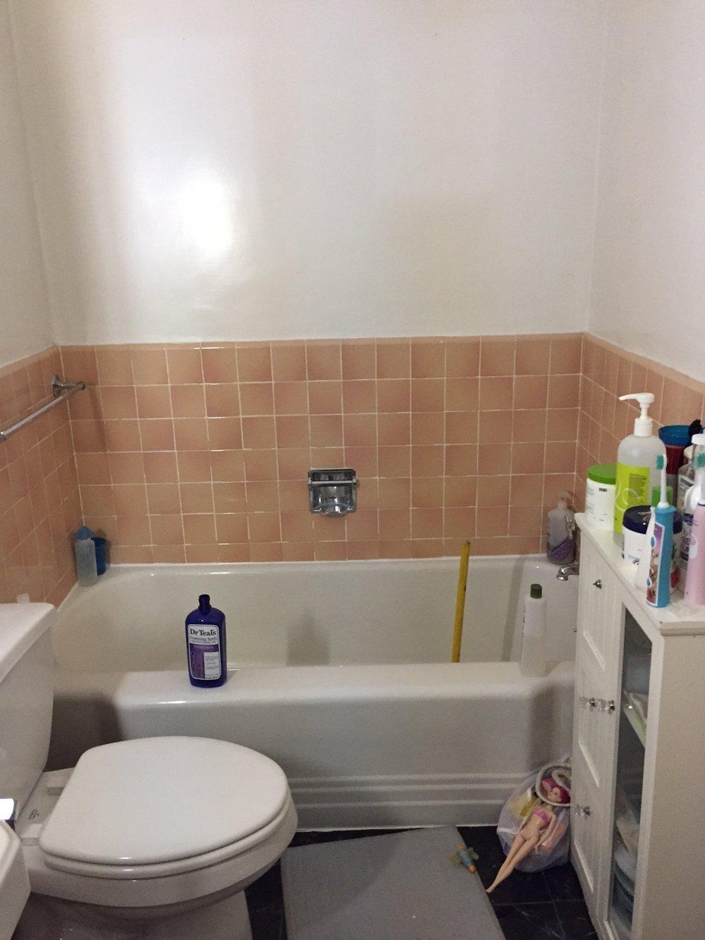 pinkbathroomtub.JPG