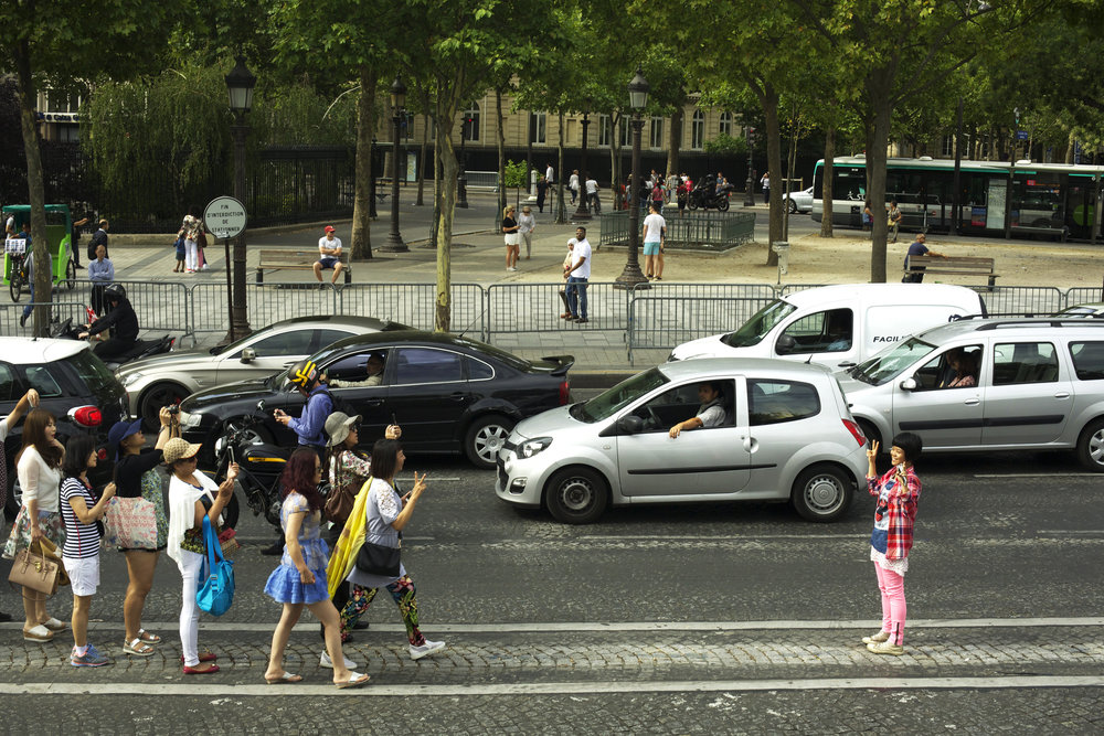 chinese+tourists+at+arc+de+triomphe.jpg