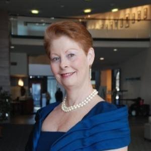 Elizabeth Woolner , soprano