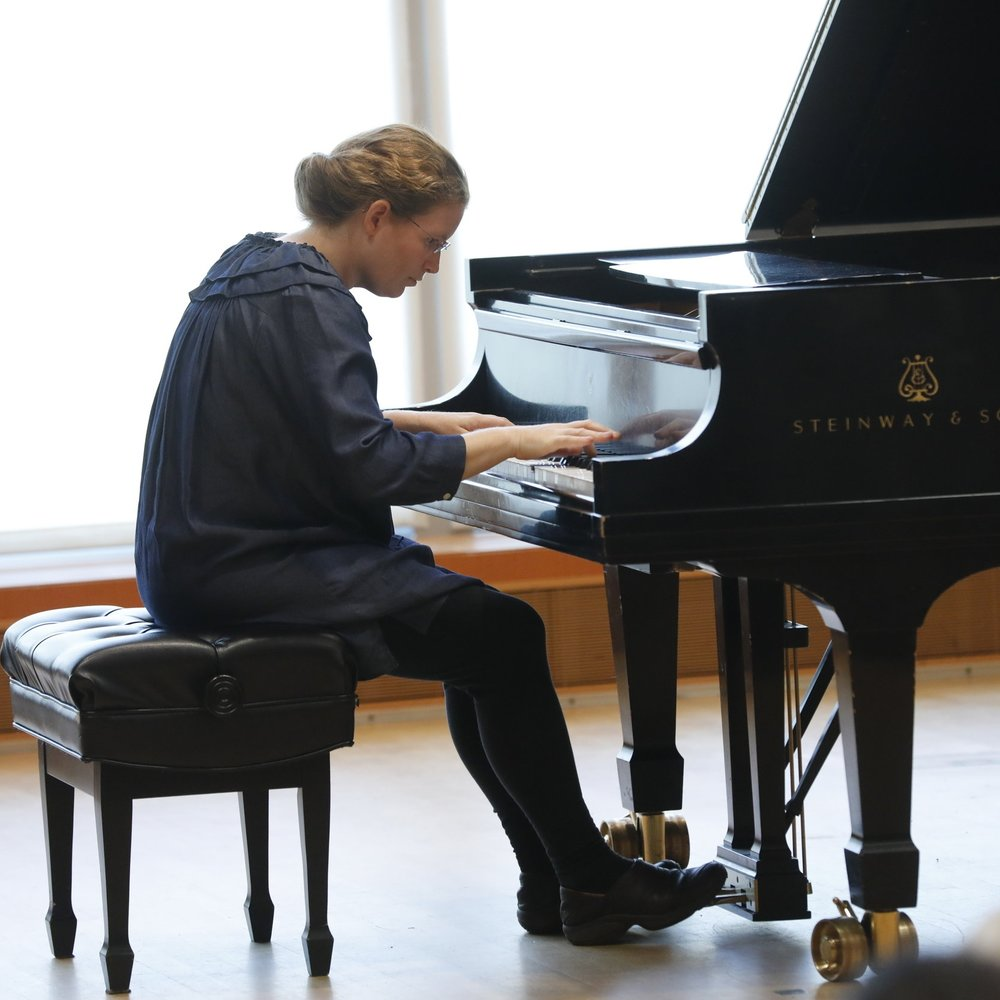 Sarah Kang,  piano (Photo by Tim Rummelhoff)