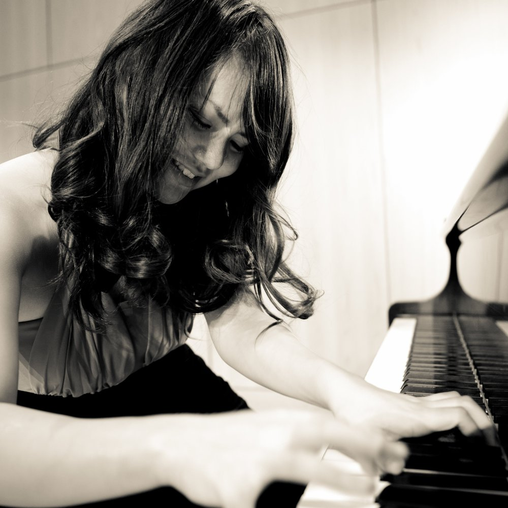 Rie Tanaka,  piano  Thursday Musical Debut