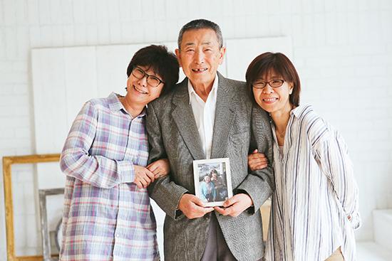 母、叔母、祖父、写真は叔母と祖母です。この写真、何回見ても泣けてしまいます。