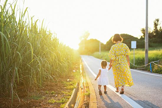 さとうきび畑で写真.jpg