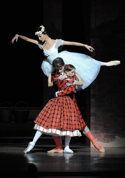 (above Natalie Kusch, Shane A. Wuerthner & Maria Yakovleva2011/12 Season, Copyright: Wiener Staatsballet)