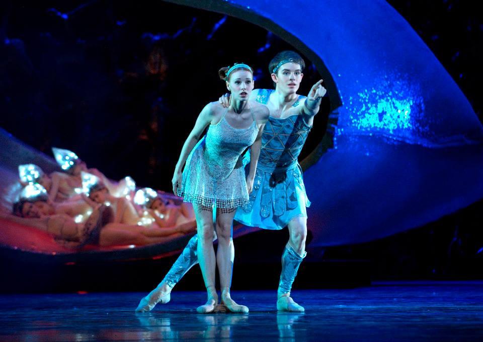 Midsummer's Night Dream with her husband Shane Wuerthner:Coyright Vienna State Ballet / Michael Pöhn.