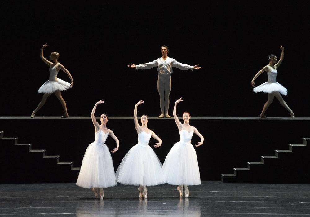 Suite en Blanc with Alice Firenze: Copyright Vienna State Ballet / Michael Pöhn