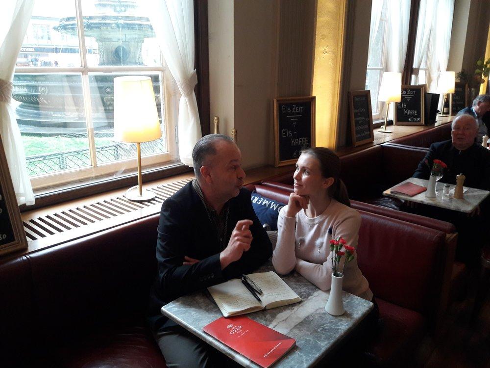 Irina-Tsymbal_attitude-devant_Ricardo-Leitner_Interview_Vienna.jpg