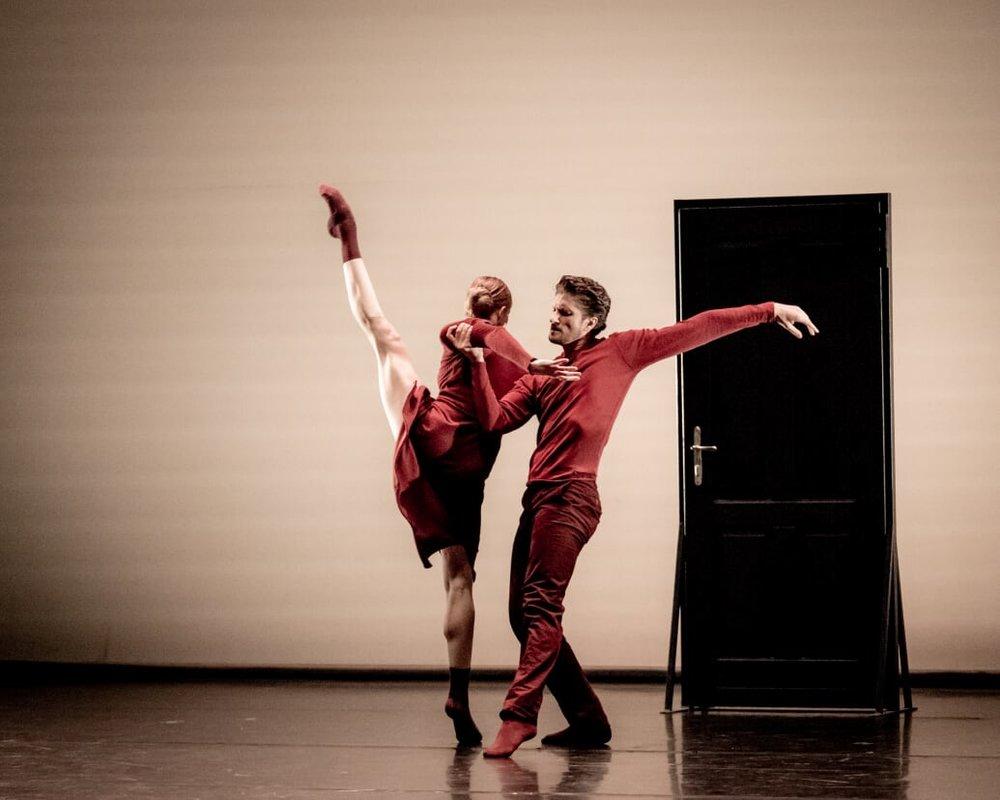 """Olga Esina / Eno Peci. """"Hush"""", choreography Eno Peci, world première. Copyright: Jack Devant"""