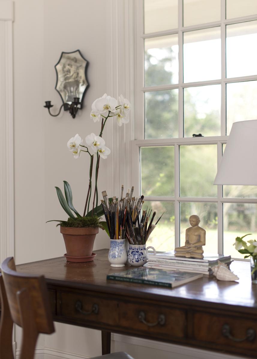 Side table accessory arrangement