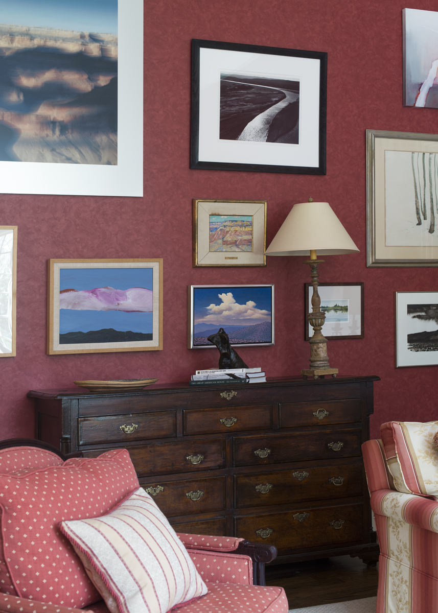 Red wall and image gallery