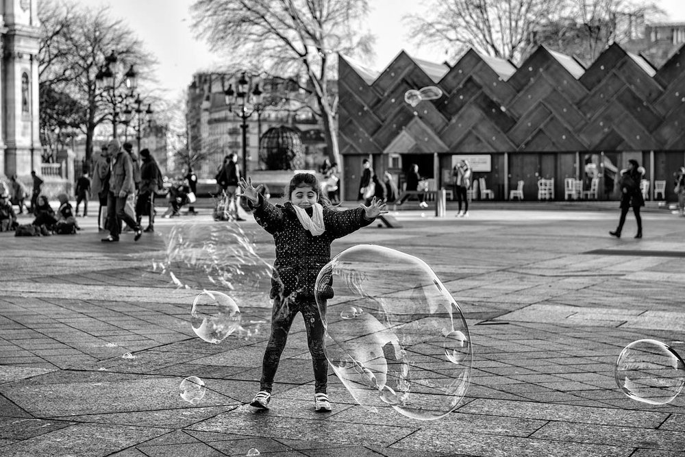 The child and the soap bubbles