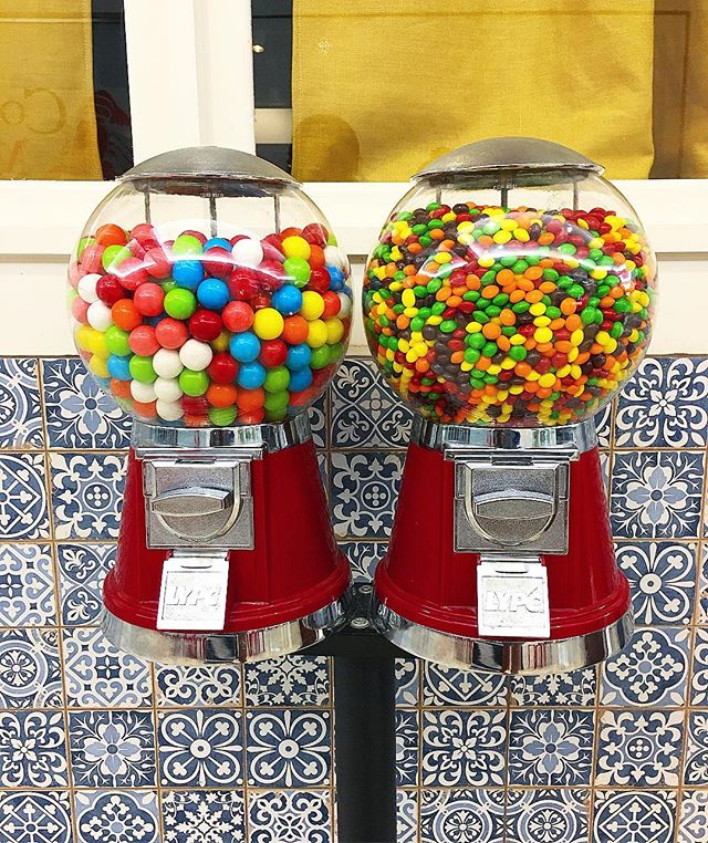 All of life's choices should be this simple... #teamskittles 🍬#teamgumballs 🍭 #decisionsdecisionsdecisions #ihavethisthingwithcandy #easychoices #gowelltogether #teamworkmakesthedreamwork #weloveatl