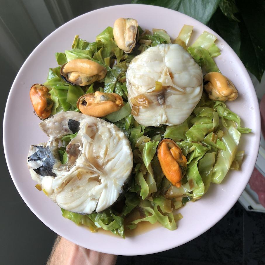 merluza, hake, mejillones, mussles, wakame