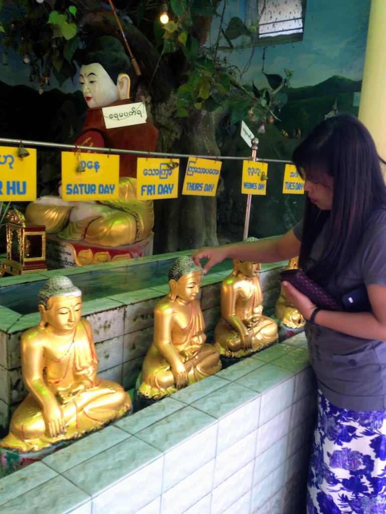 myanmar_mandalay_maha-myat-muni-paya-buddha-week.jpg