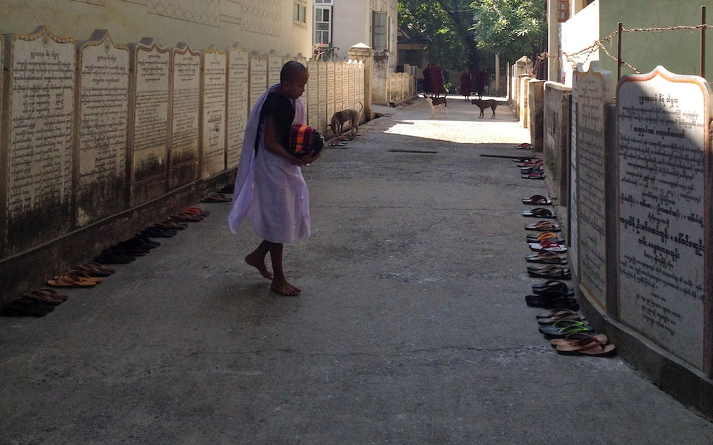 myanmar_mandalay_mahagandhayan-monastery-young-monk.jpg