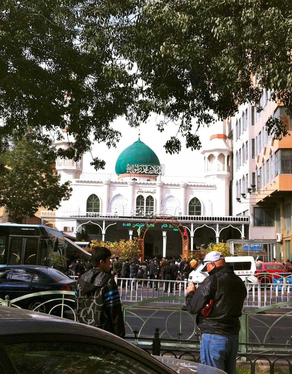 When I visited in october 2011, police were carrying firearms after several riots between Han and Uyghurs. Tourists were not allowed to take pictures in front of the mosque…