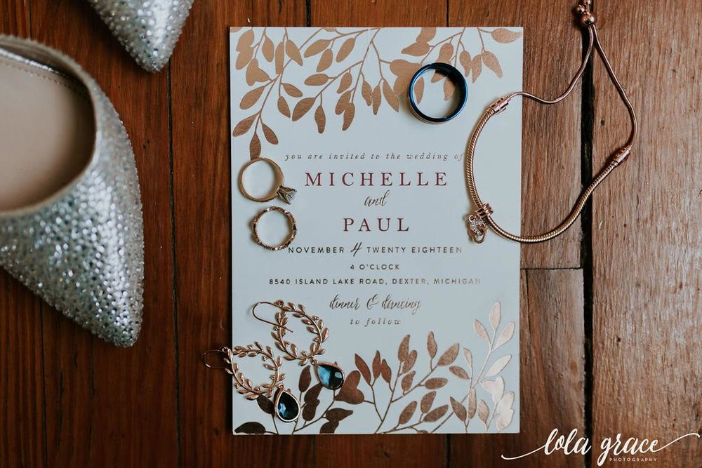 All of those perfect metallic details for this flat lay.