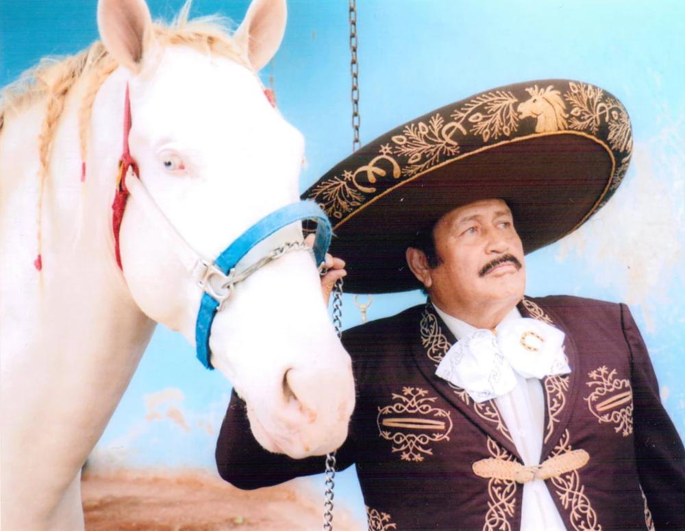 Federico Villa - con sus Exitos: Caminos de Michoacan...Sonora y Sus Ojos Negros...