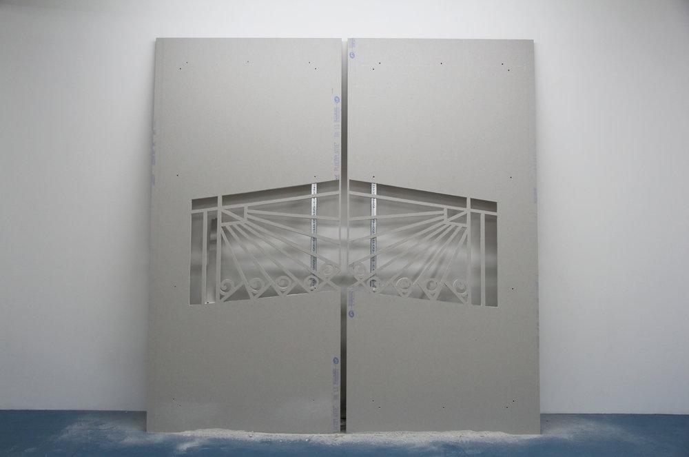 Hugues Loinard,  GRVN#4  (dyptique), 2018, plaque de plâtre échancrée, montants en acier, 240x250cm, Galerie Marchepied