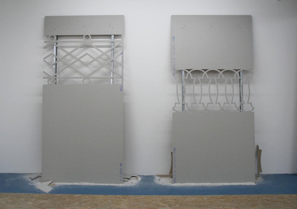 Left : Hugues Loinard, GRVN #2 , 2018,plaque de plâtre échancrée, montants en acier, 120x250cm  Right : Hugues Loinard, GRVN #1 , 2018,plaque de plâtre échancrée, montants en acier, 120x250cm