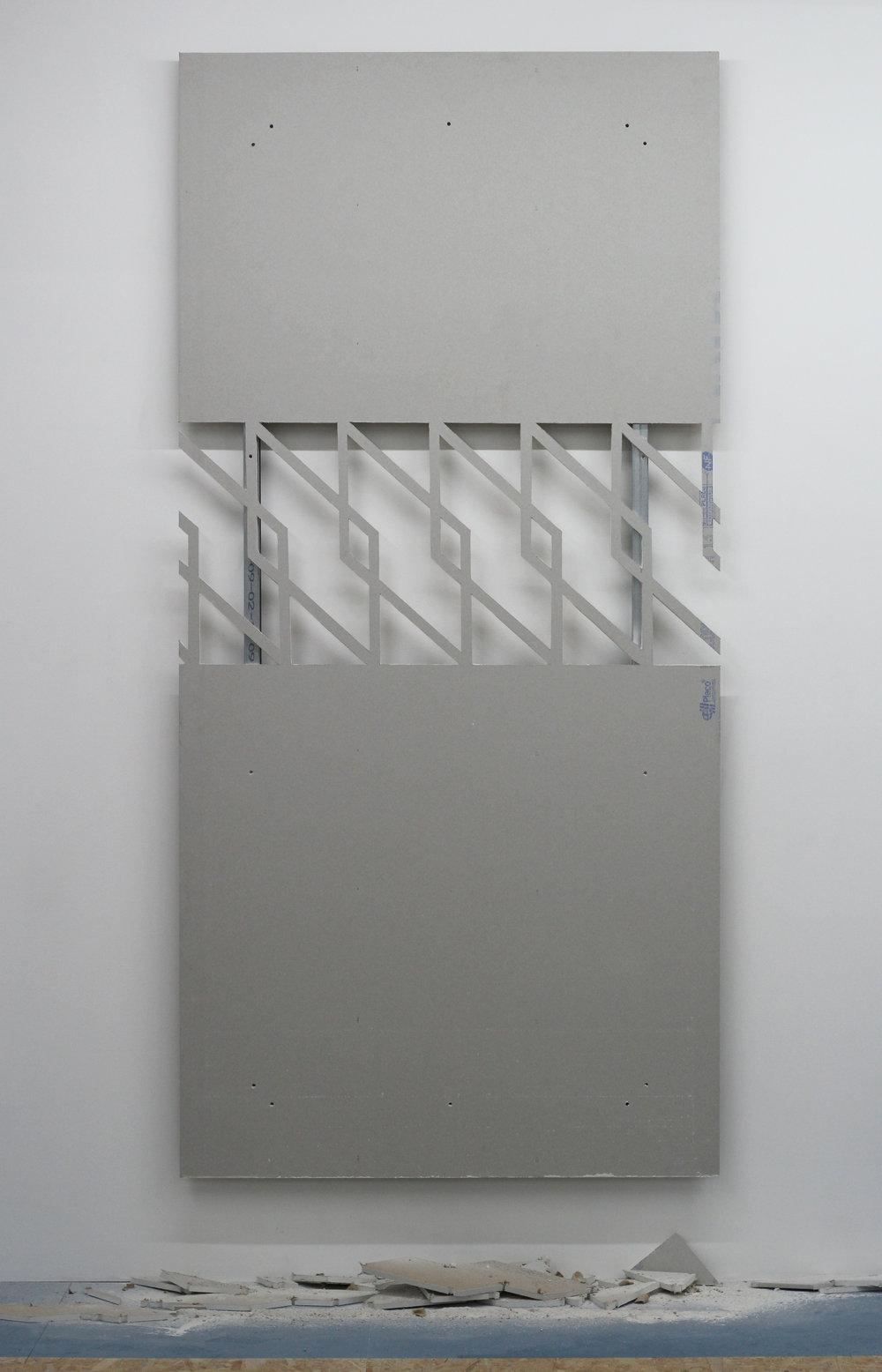 Hugues Loinard,  GRVN#3 , 2018, plaque de plâtre échancrée, montants en acier, 120x250cm