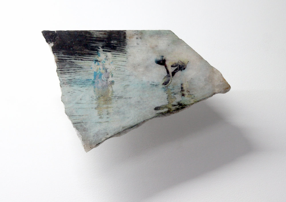 Edouard Burgeat,  L'inde en quelques pierres,  2018, Photographie argentique transférée sur marbre,  Shiva offer