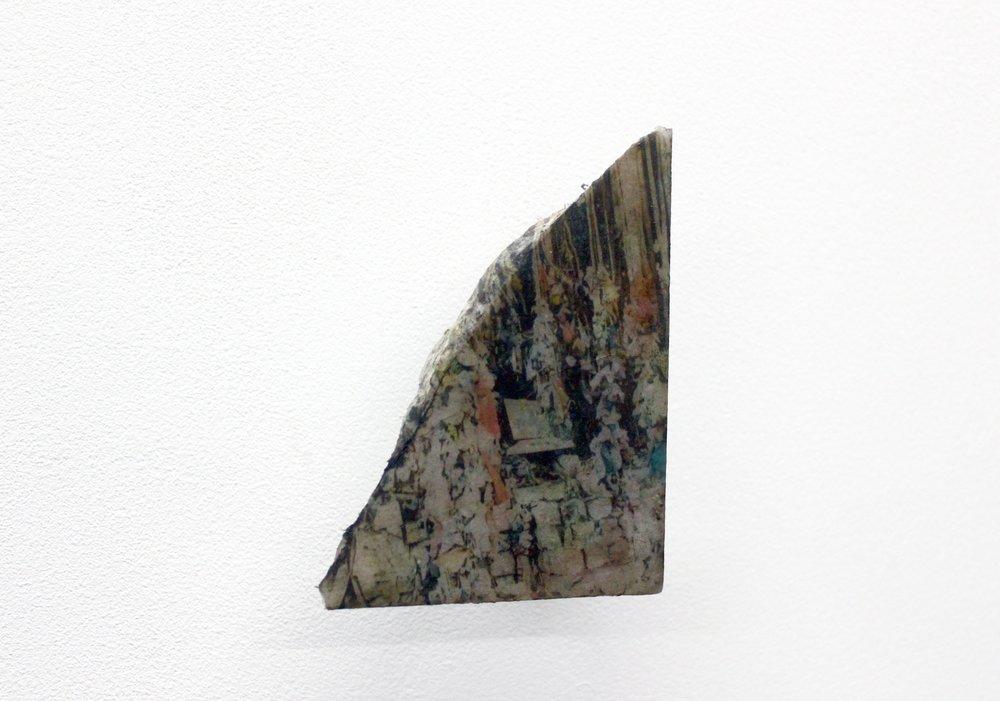 Edouard Burgeat,  L'inde en quelques pierres,  2018, Photographie argentique transférée sur marbre,  Three god