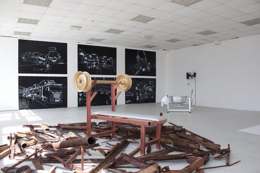Pauline Gompertz,  Pumping Iron,  Installation casse ostentatoire, métaux divers, 2016