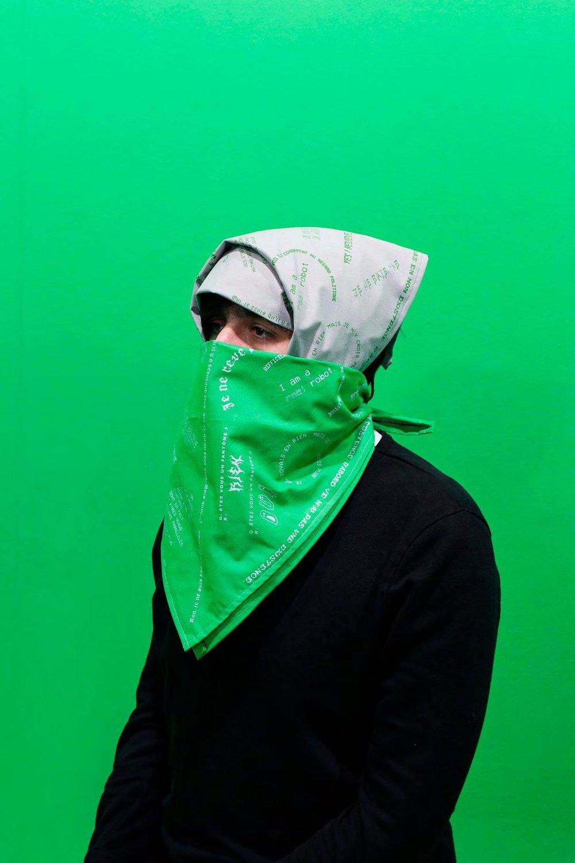 Louise Guerraud , Ghosted   ,  2017, (80 x 80 cm), est une série de quatre foulards sérigraphiés doublés de mylar (une matière aux propriétés d'isolation thermique).