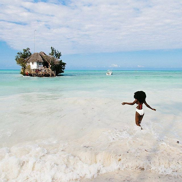 Space to be free #makespace #wocospace  #wocoliving #consciousliving #connectedliving #liveinafrica  #travelafrica #africa #tanzania #Zanzibar @spiritedpursuit ・ 💦captured by @nazyxo