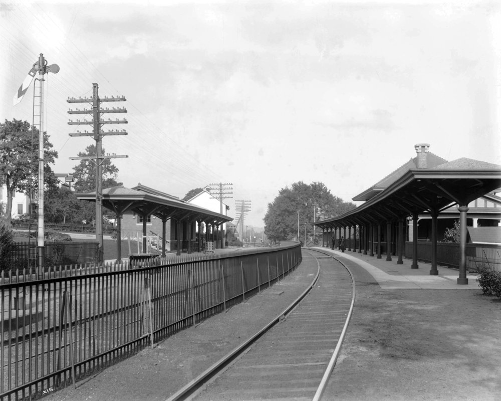 14 DL&W station (X0016 looking east down main - Boonton, NJ - 1907 - Steamtown coll).jpg