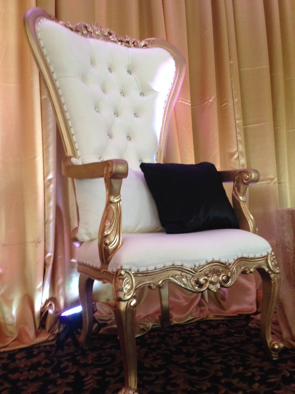 The Luxe Throne