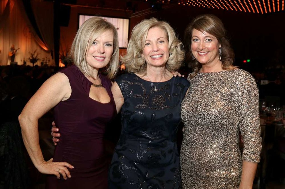 Melissa Carrier (left) , Laure Dehmer , Debbie Erck (right)