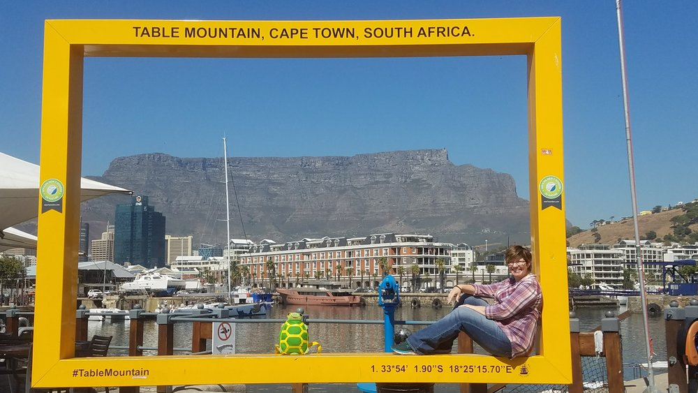 A quick postcard picture framing the beautiful Table Mountain in Cape Town.