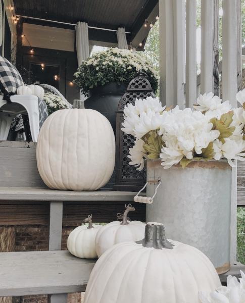white pumpkins + florals for halloween