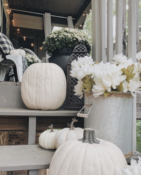 white+pumpkins+++florals+for+halloween.jpg