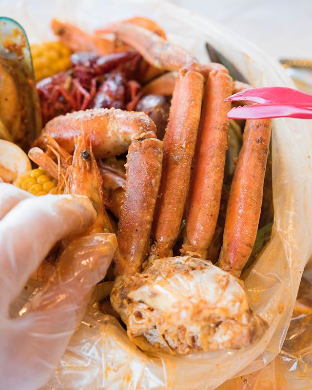 Take a break, crack some legs. 🦀 #humpday🐫 - - - #louiloui #cajunfood #southernflavor #seafoodlovers #rawbar #foodporn #fusionflavours #seafoodalltheway #seafoodboiler #mouthwateringfood #thefryer #bostonfoodie #igersboston #foodstagram #louilouiofficial #creole #eattss #yelpeatsbos #igersfood #eattingfortheinsta #617 #myfab5 #foodstagram #forkyeah #feedme #dailyfoodfeed #instayum #igfood #njeats #eeeeets