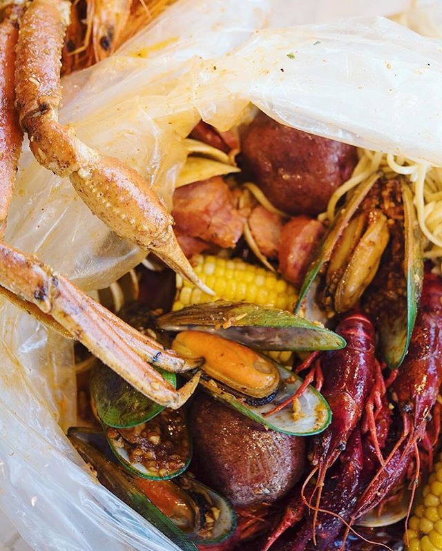 Pick your seafood, sauce and spiciness. Then we will shake them deliciously for you.✌🏻 - - - #cajunfood #southernflavor #seafoodlovers #rawbar #foodporn #seafoodalltheway #seafoodboil #thefryer #bostonfoodie #igersboston #foodstagram #louilouiofficial #creole #eattss #yelpeatsbos #igersfood #eattingfortheinsta #617 #myfab5 #foodstagram #forkyeah #feedme #dailyfoodfeed #instayum #igfood #njeats #eeeeets #louisianastyle #lobster #snowcrab