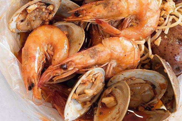 Juicy yummy shrimpy 🤤 - - - #cajunfood #southernfood #seafoodlovers #rawbar #foodporn #seafoodboil #thefryer #bostonfoodie #igersboston #foodstagram #louilouiofficial #creole #eattss #yelpeatsbos #igersfood #eattingfortheinsta #617 #myfab5 #foodstagram #forkyeah #feedme #dailyfoodfeed #instayum #igfood #njeats #eeeeets #louisianaseafood #shrimp #newjerseyeats