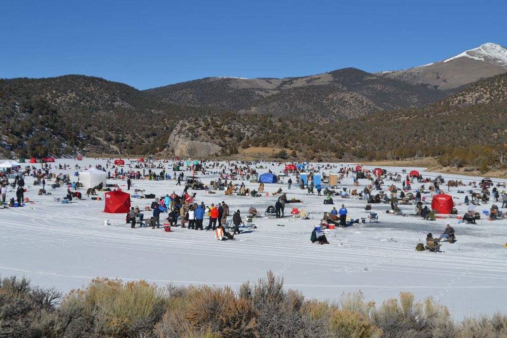 Ice-Fishing0Cave-Lake-03.jpg