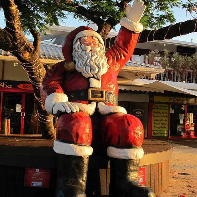 No one is too big for a photo with Santa. Especially when he is 3.5m high! If you're visiting Noosa this December pop by Noosa Junction for a selfie with the big guy. @visitnoosajunction #promotionsinmotionAU #madeinnoosa #aussiechristmas #christmas2017 #visualmerchandising #santaselfies