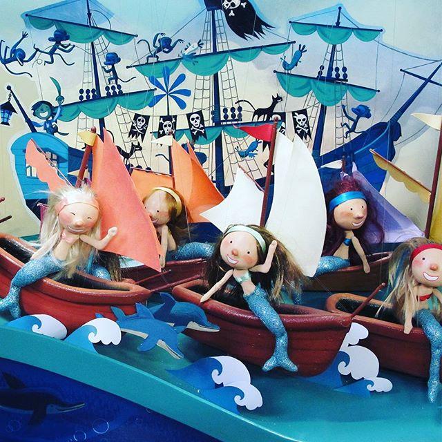"""A Pirate's 12 Days of Christmas"" flashback from Smith & Caughey's 2014. #promotionsinmotionAU #animatedwindows #pirates #christmaswindows #visualmerchandising #mermaids"