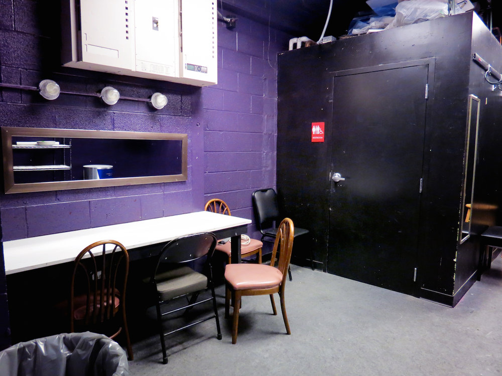 BOX-dressingroom.jpg