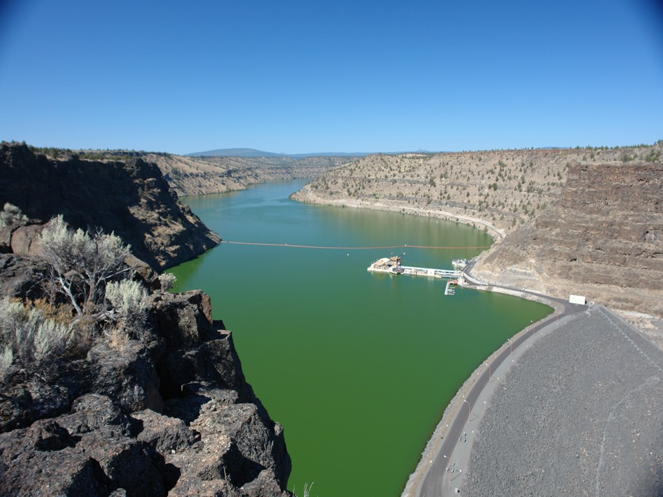 Round Butte Dam and the Selective Water Withdrawal Tower. Photo by Greg McMillan.