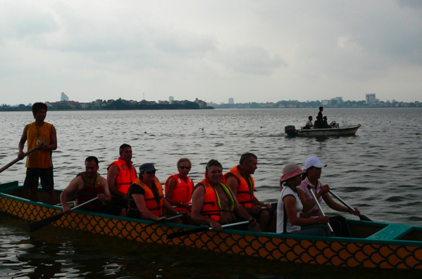 Vietnam - Dragon Boat Racing in Hanoi.jpg