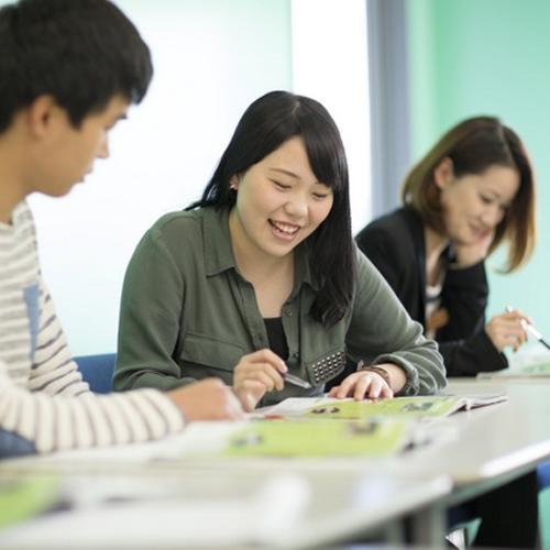 あなたは大人の学習者で、英語の能力を伸ばしたいと思っていますか? もしそうなら、ここがあなたのための場所です!