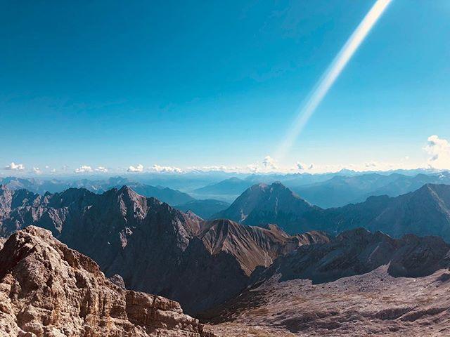 A trip to outer space? • Zugspitze, Germany ❄️ ⛰ ⛅️ ☀️ . . . . . . . . . . . . . . . . . . . #igerssf #vsco #vscocam #vscogrid #beautifuldestinations #travelgram #exploretocreate #sanfrancisco #worldplaces #instagram_ahmedabad #natgeo #iphonex #statigram #nothingisordinary #igmasters #candyminimal  #moodygrams  #illgrammers #cntgiveitashot #iiframe