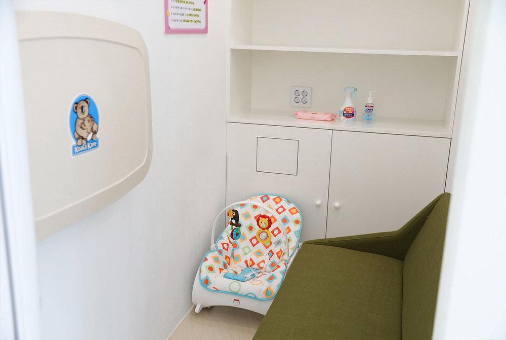 j_babycareroom2.jpg