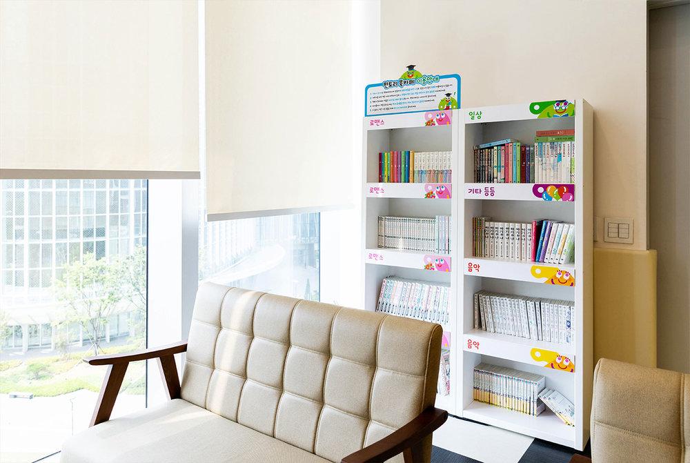 j_bookcafe1.jpg