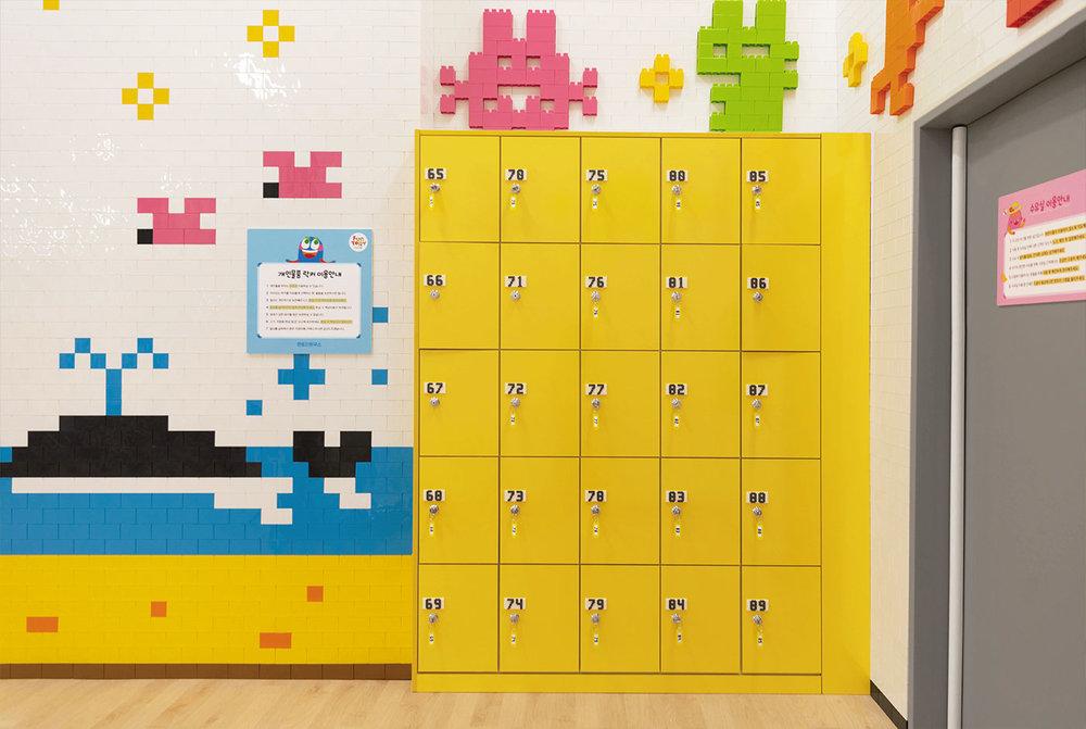 d_locker1.jpg